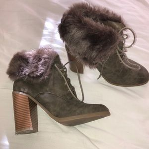 Leila Stone booties with fur trim-8.5